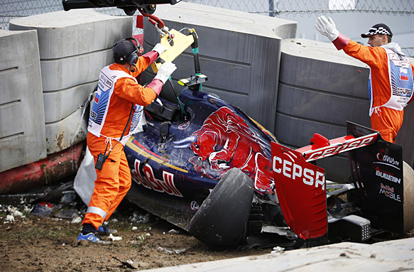 Sochi Autodrom, Sochi, Russia. Saturday 10 October 2015. Marshals recover the car of Carlos Sainz Jr, Toro Rosso STR10 Renault after his crash. World Copyright: Steven Tee/LAT Photographic. ref: Digital Image _L4R4268