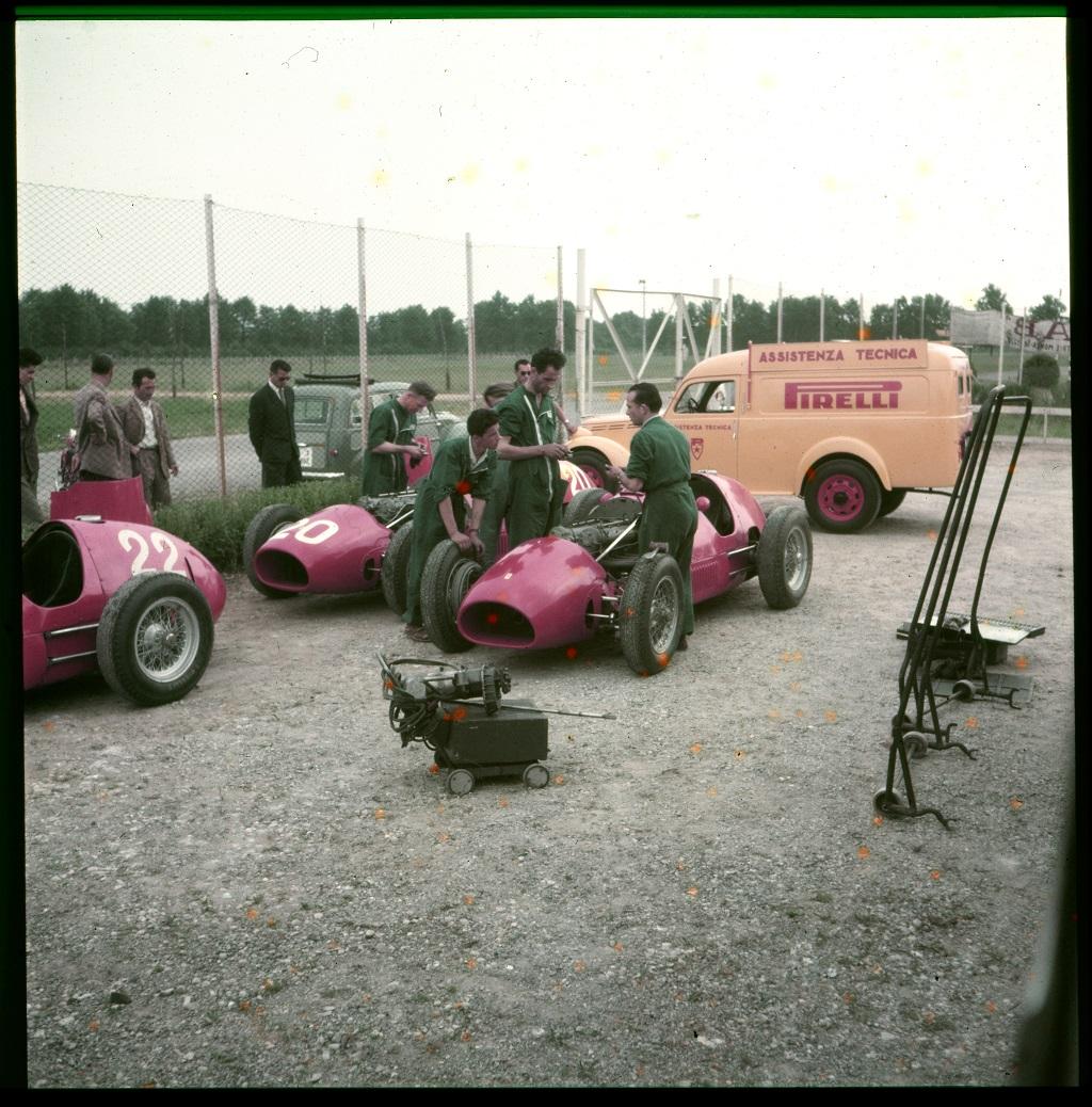 10 - Assistenza tecnica Pirelli al Gran Premio di Monza, 1952
