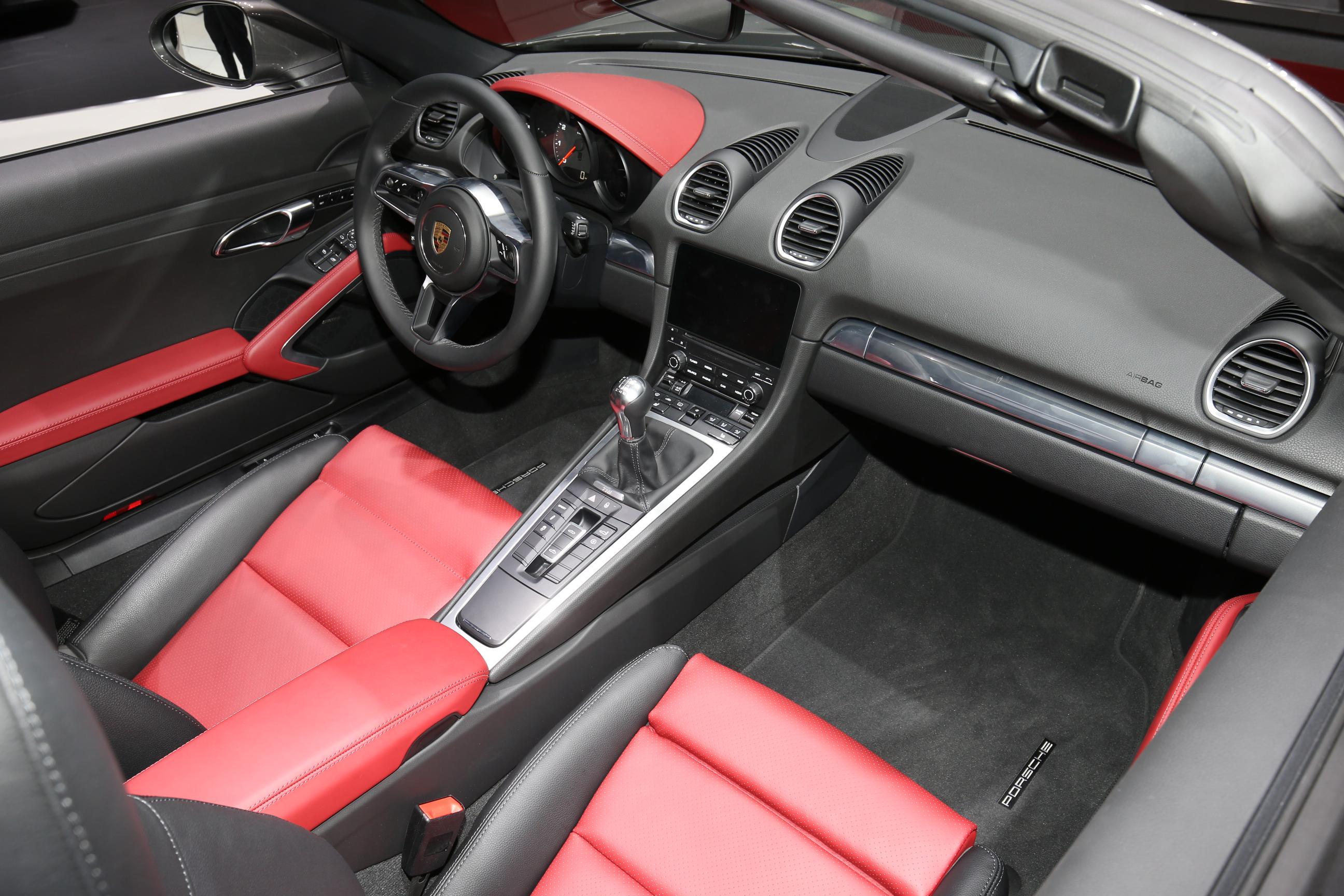 Porsche 718 Boxster 1