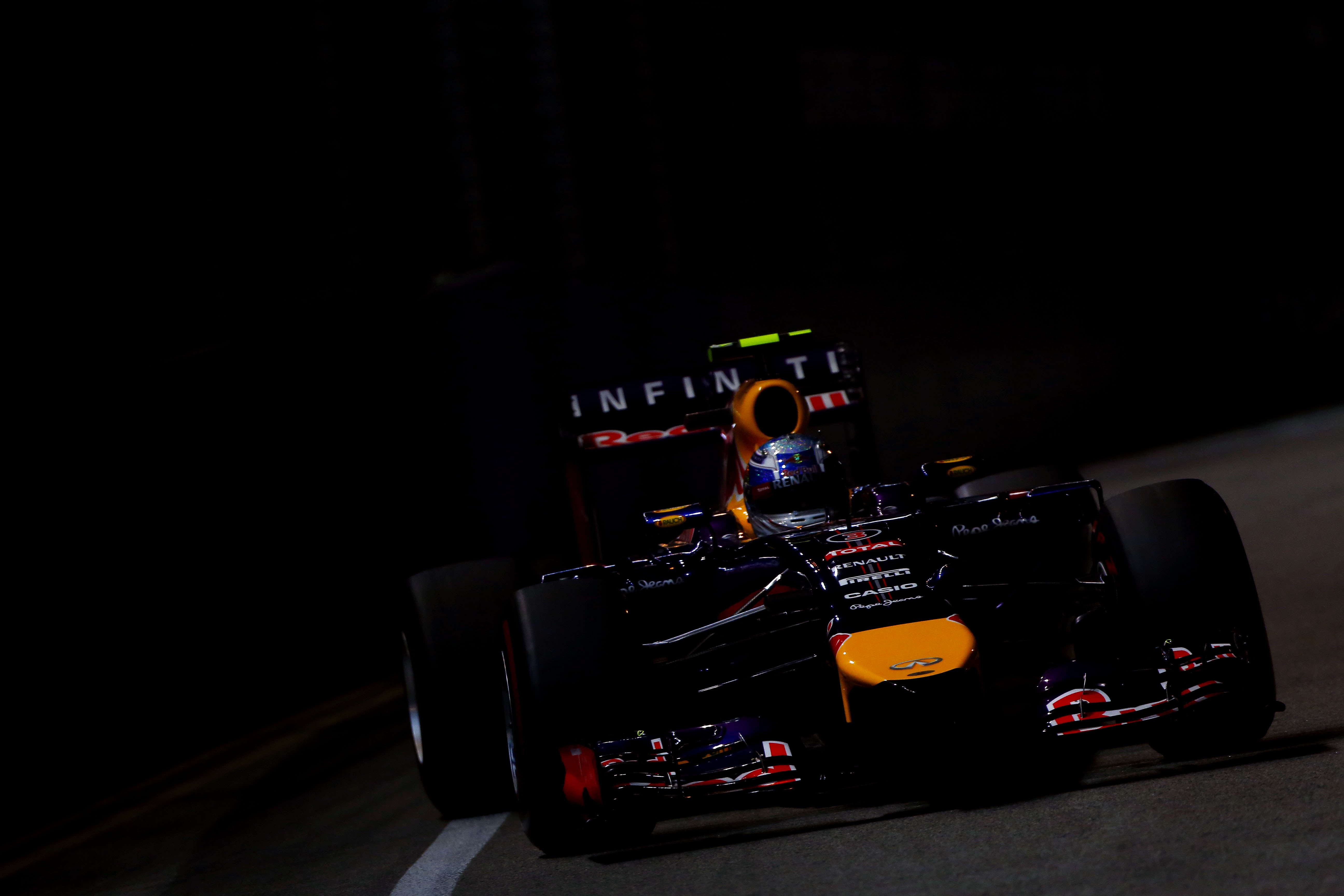 2014 Formula One Singapore Grand Prix Marina Bay Street Circuit, Singapore, 18th - 21st September 2014. Daniel Ricciardo, Red Bull Racing RB10 Renault,Action, World Copyright: © Andrew Hone Photographer 2014. Ref:  _ONZ6978