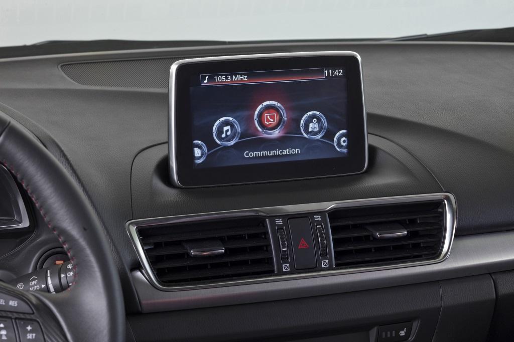 Nuova Mazda3 e la connettività MZD