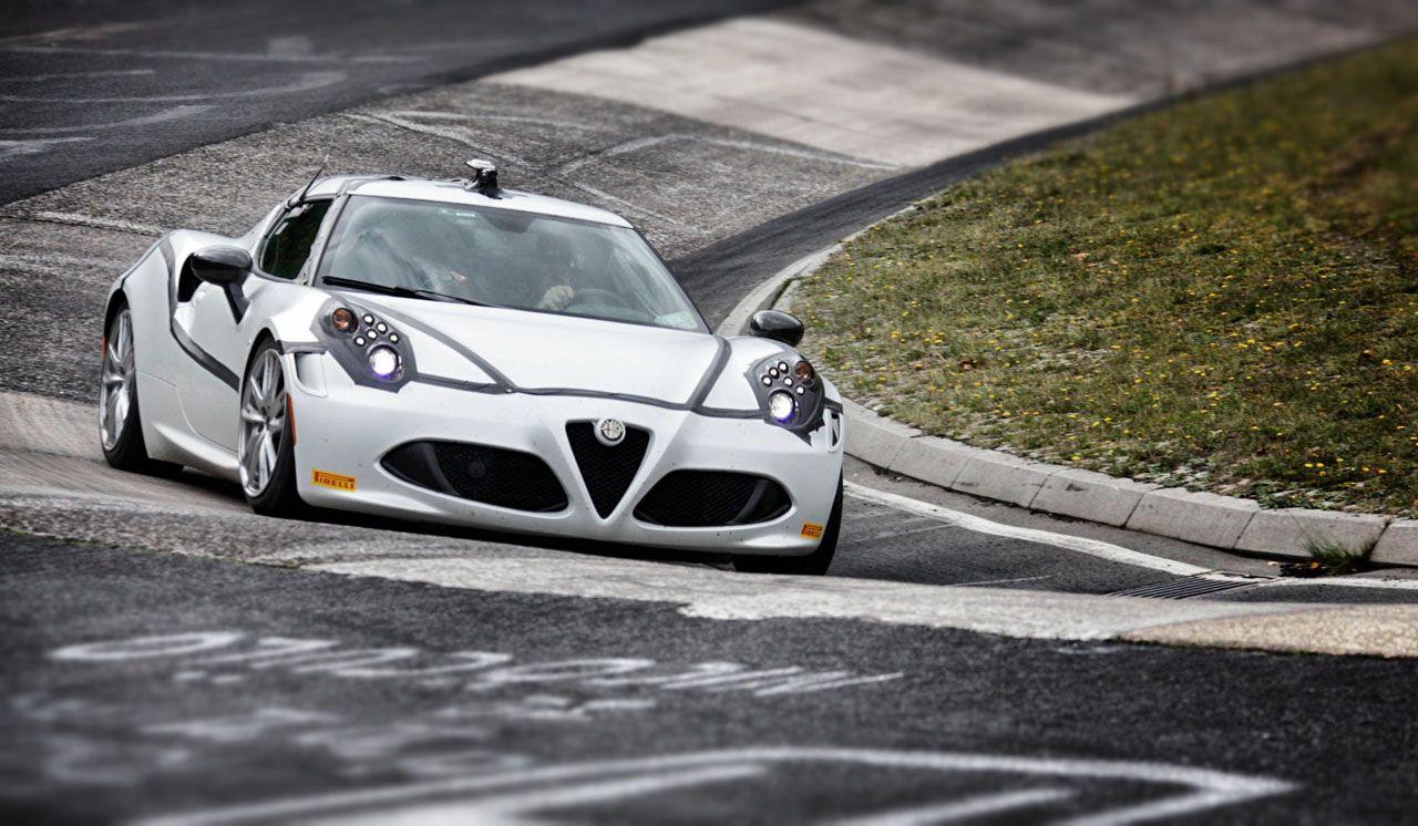 "Alfa Romeo 4C: solo 8'04"" nell'inferno verde del Nürburgring"
