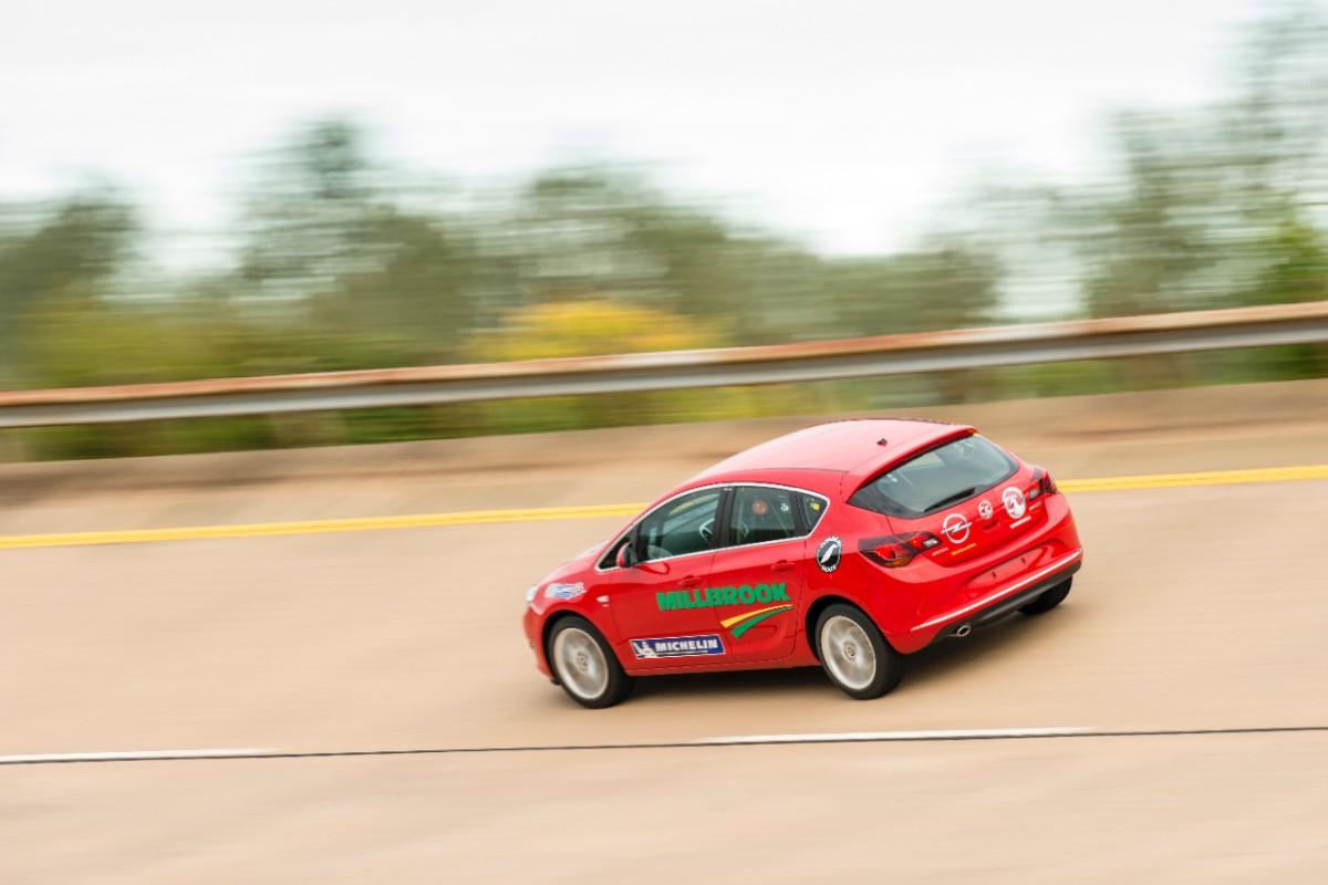 Opel Astra diesel di serie più veloce al mondo