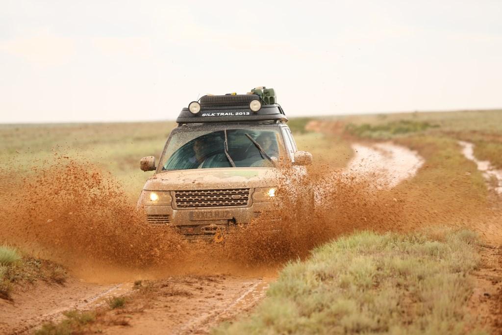 """""""Empty Quarter"""": record per la Range Rover Sport"""