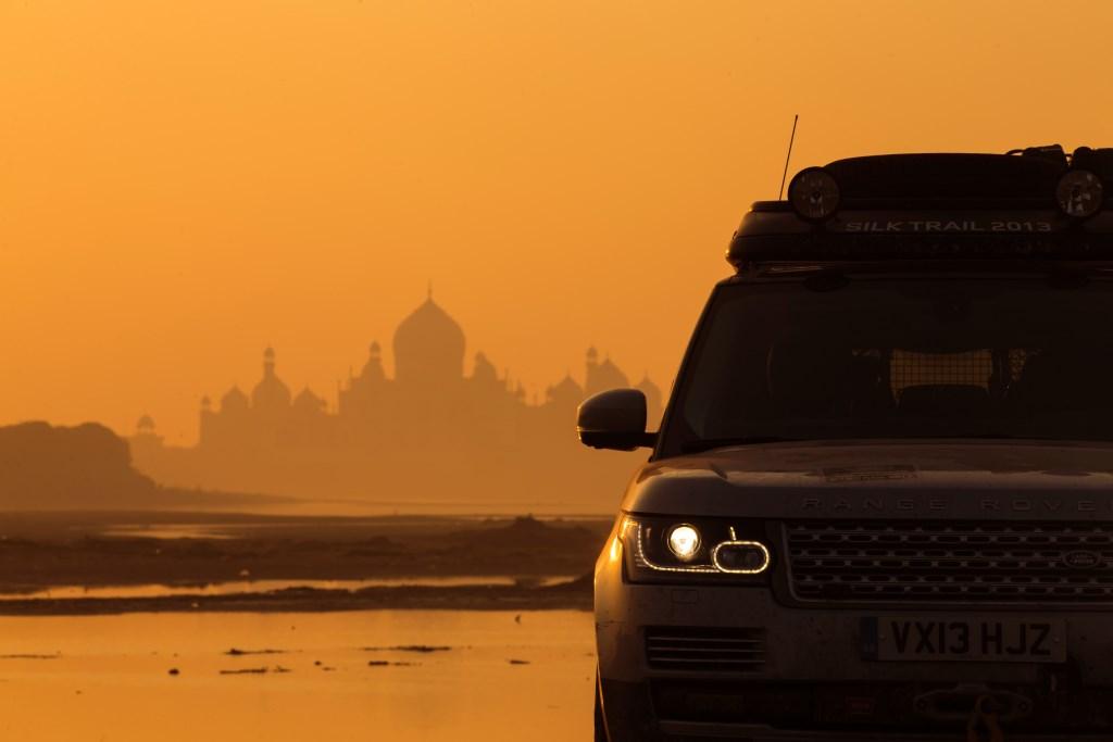 Land Rover completa la prima spedizione ibrida