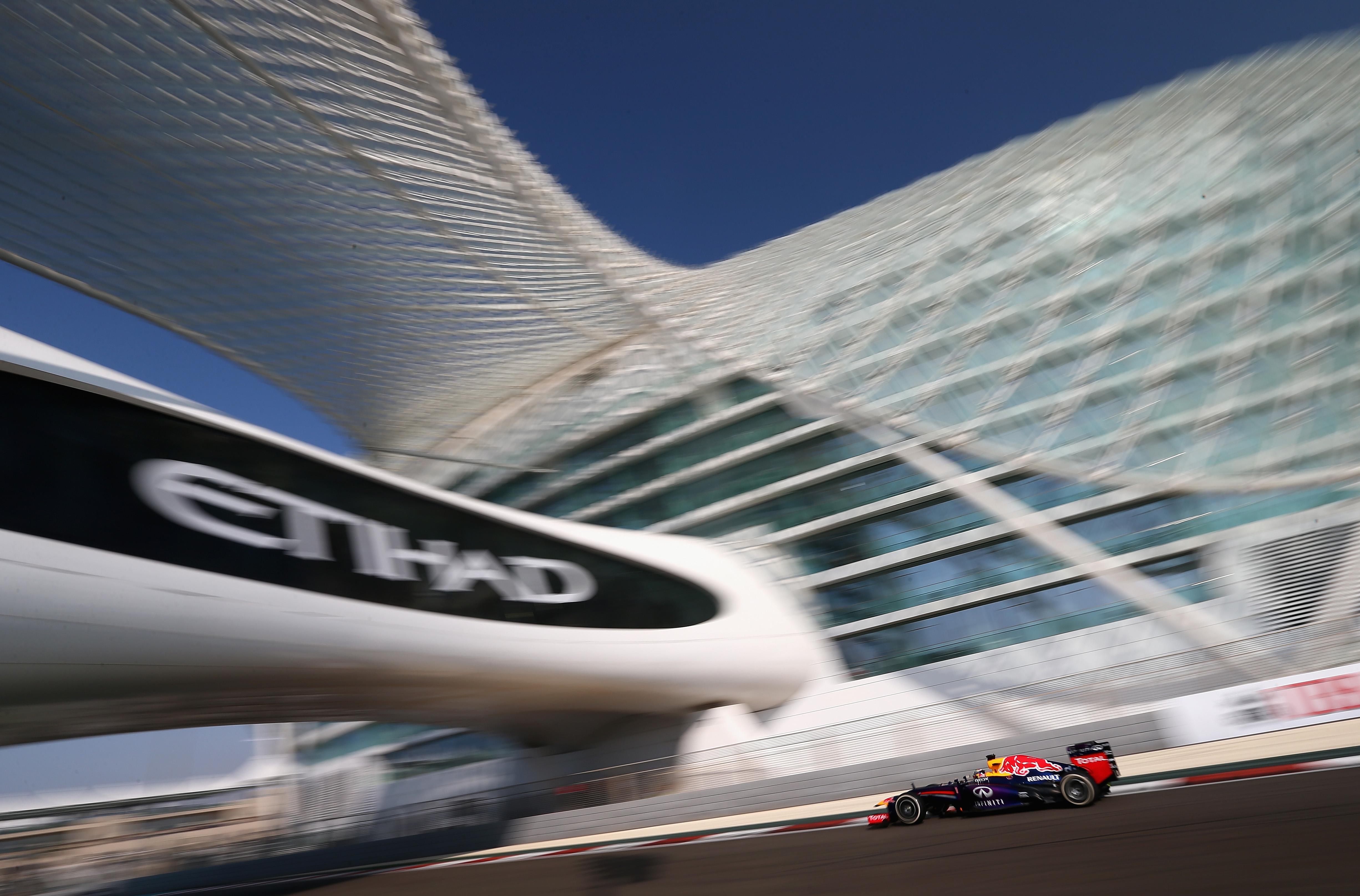 Abu Dhabi: Vettel resta al comando nelle terze libere