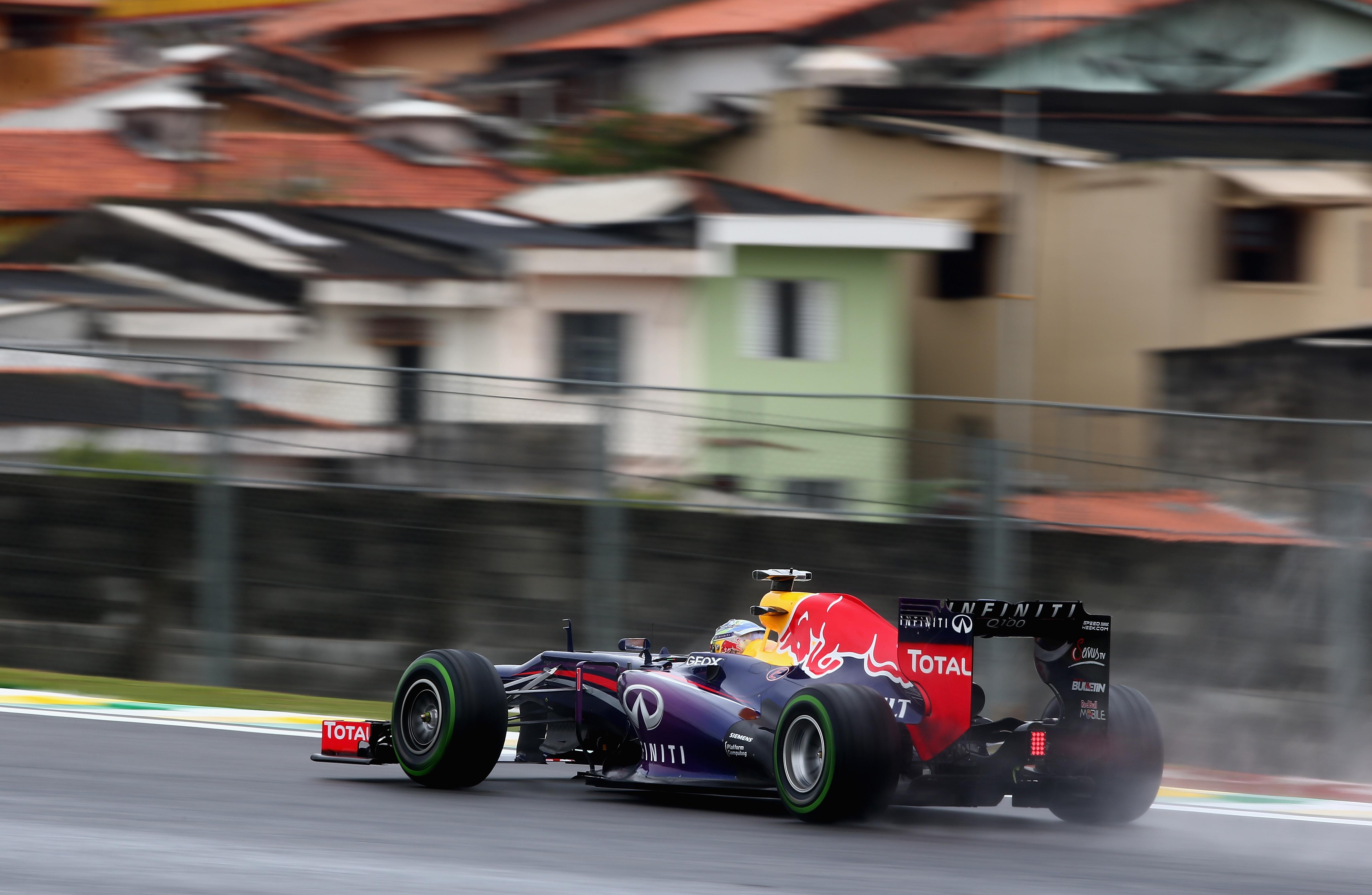 Vettel in pole anche sotto il diluvio di Interlagos