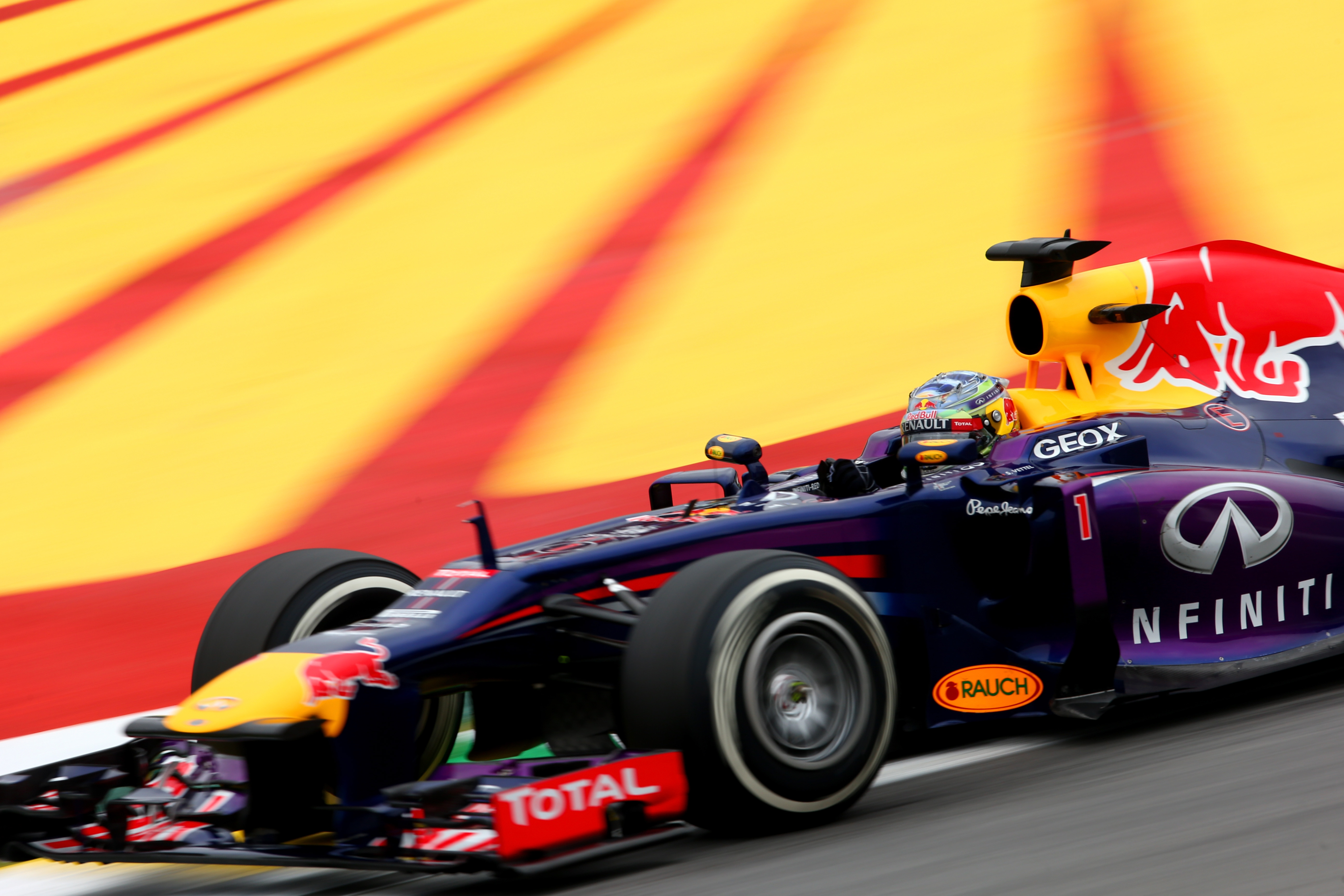 Vettel: due soste per vincere