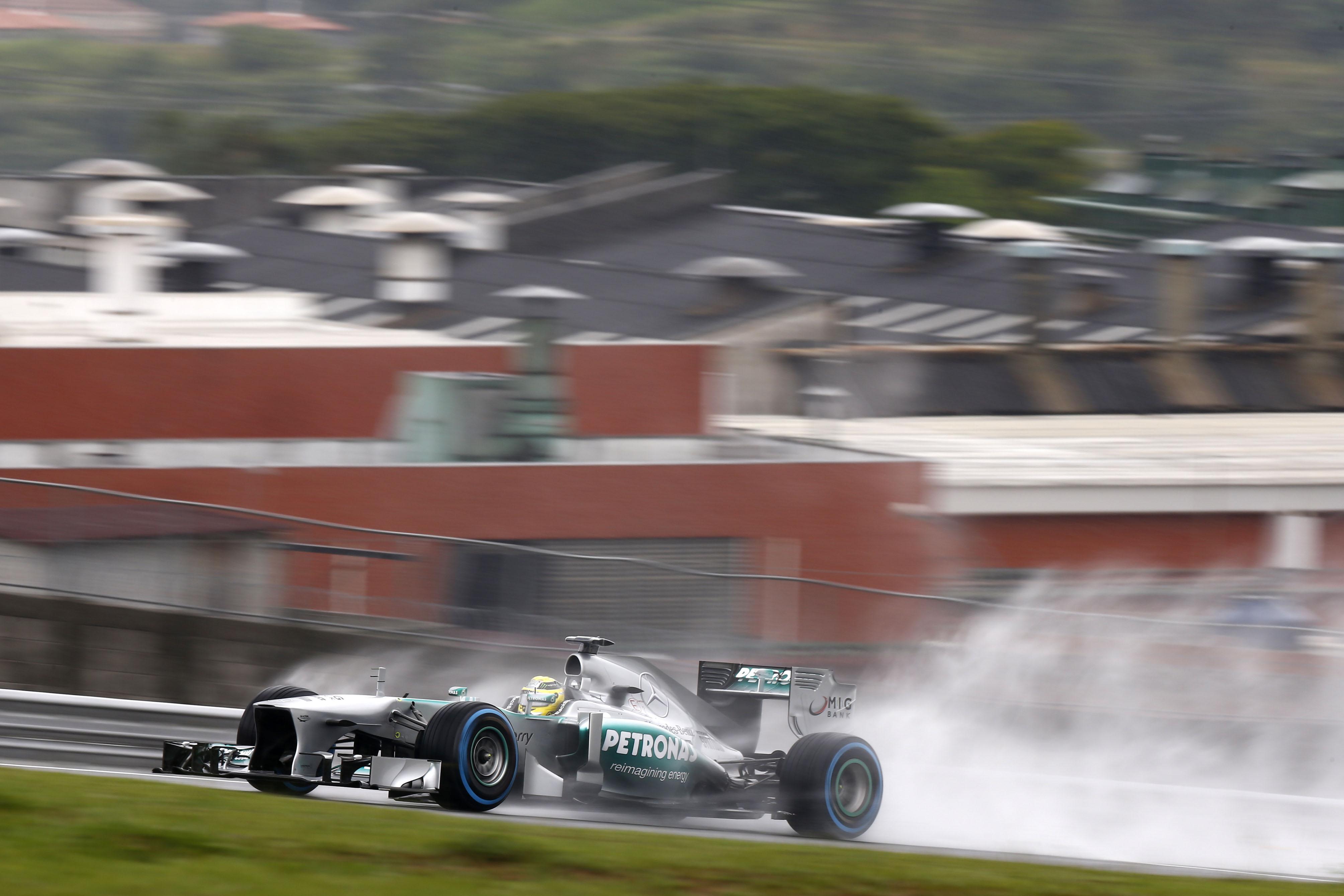 Rosberg domina il venerdì di San Paolo