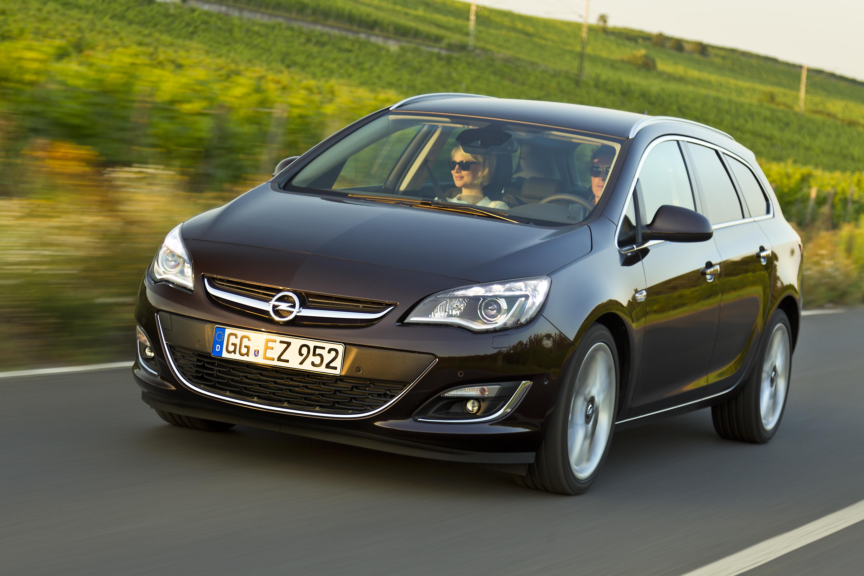 Opel Astra con il nuovo diesel e tecnologia IntelliLink