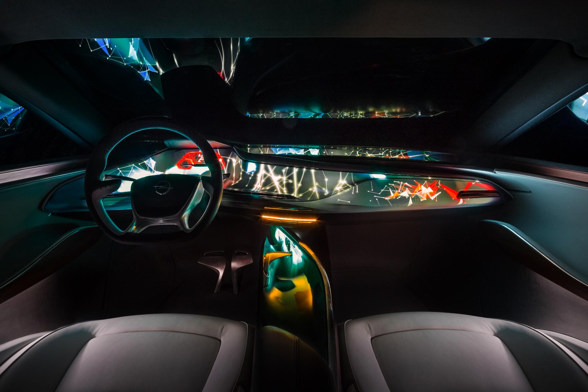 Opel Monza Concept: l'infotainment e la connettività di domani