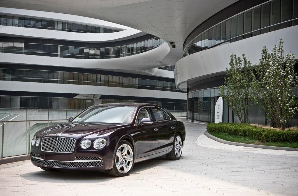Debutto a Milano per la nuova Bentley Flying Spur