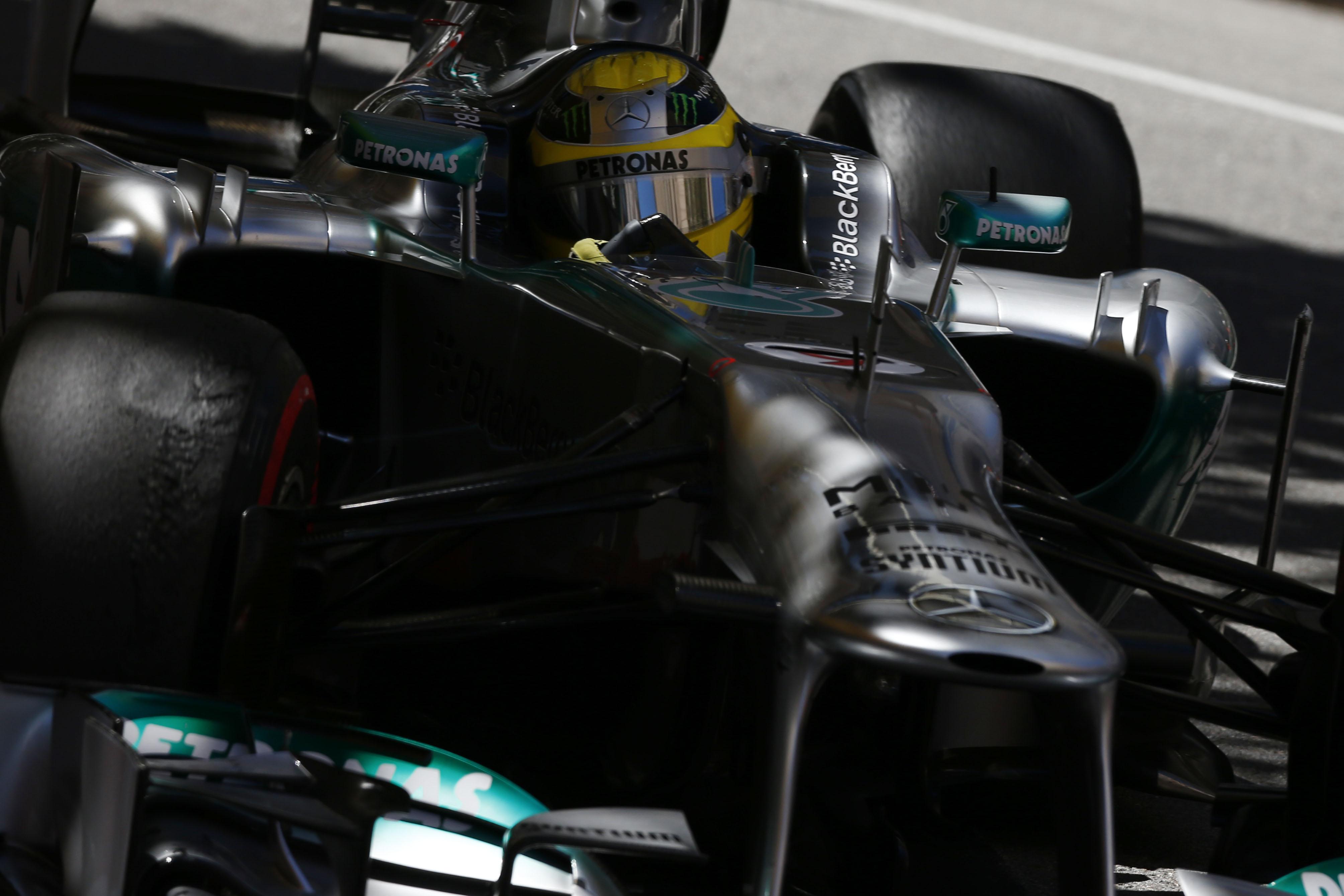 Dopo lo scoppio, stop ai test per la Mercedes