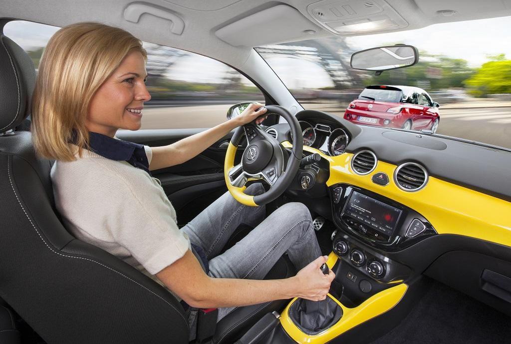 Opel migliore auto connessa grazie a IntelliLink