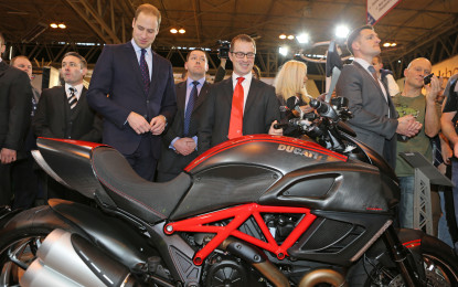 Il Principe William in visita allo stand Ducati a Birmingham