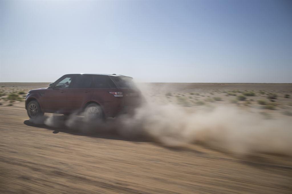 Range Rover Sport e Empty Quarter: il video della sfida