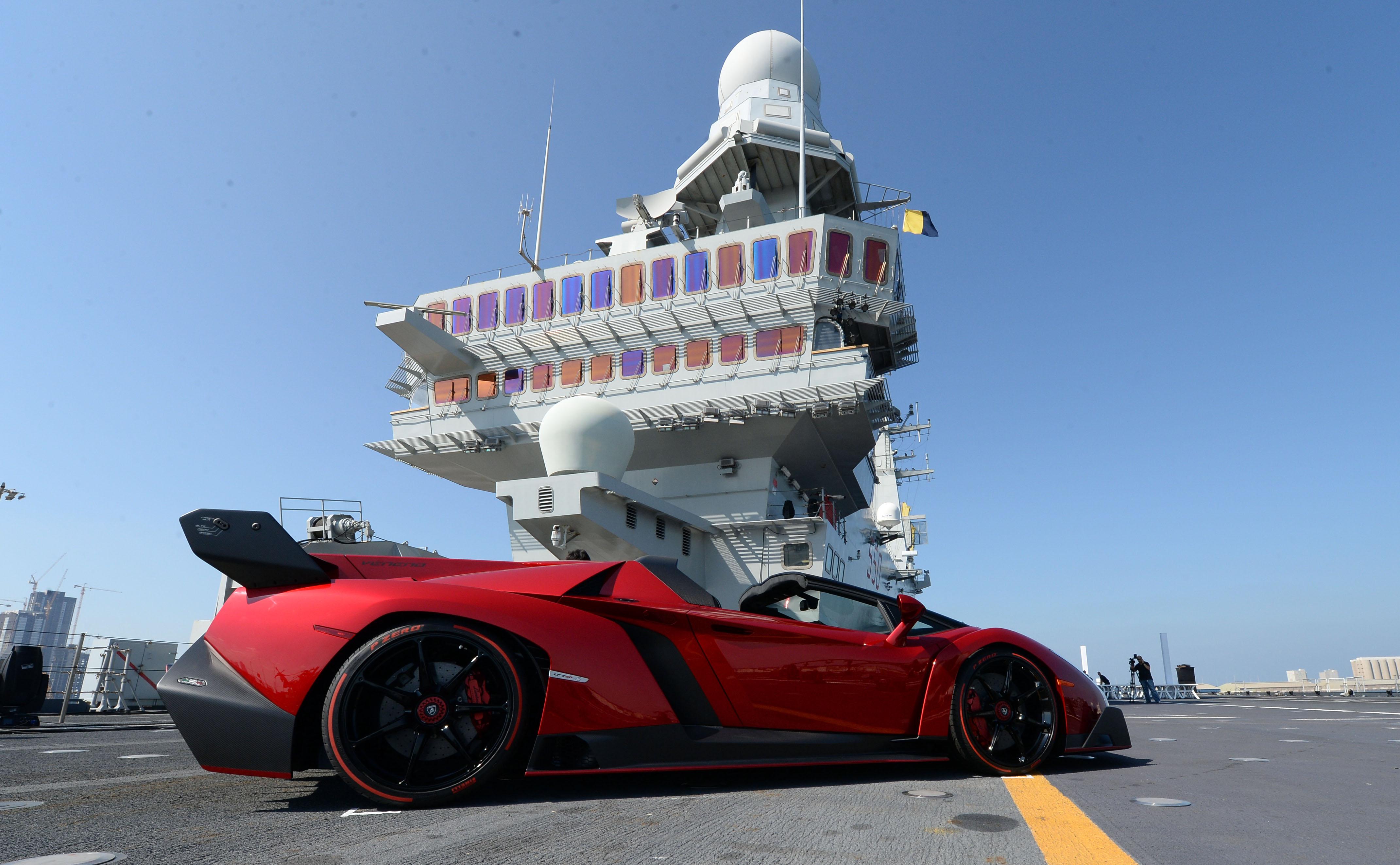Anteprima mondiale ad Abu Dhabi per la Veneno Roadster
