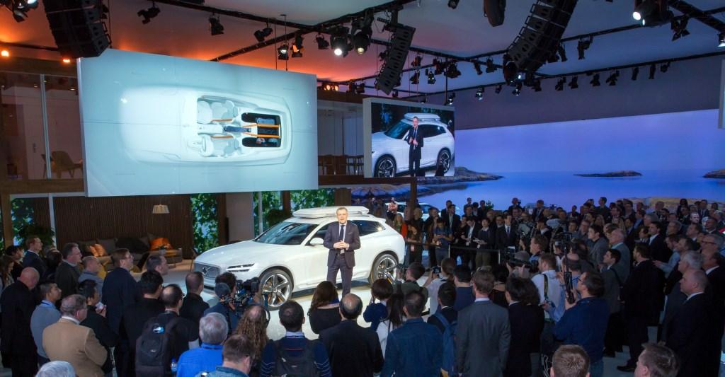 Viaggio nella Volvo Concept XC Coupé