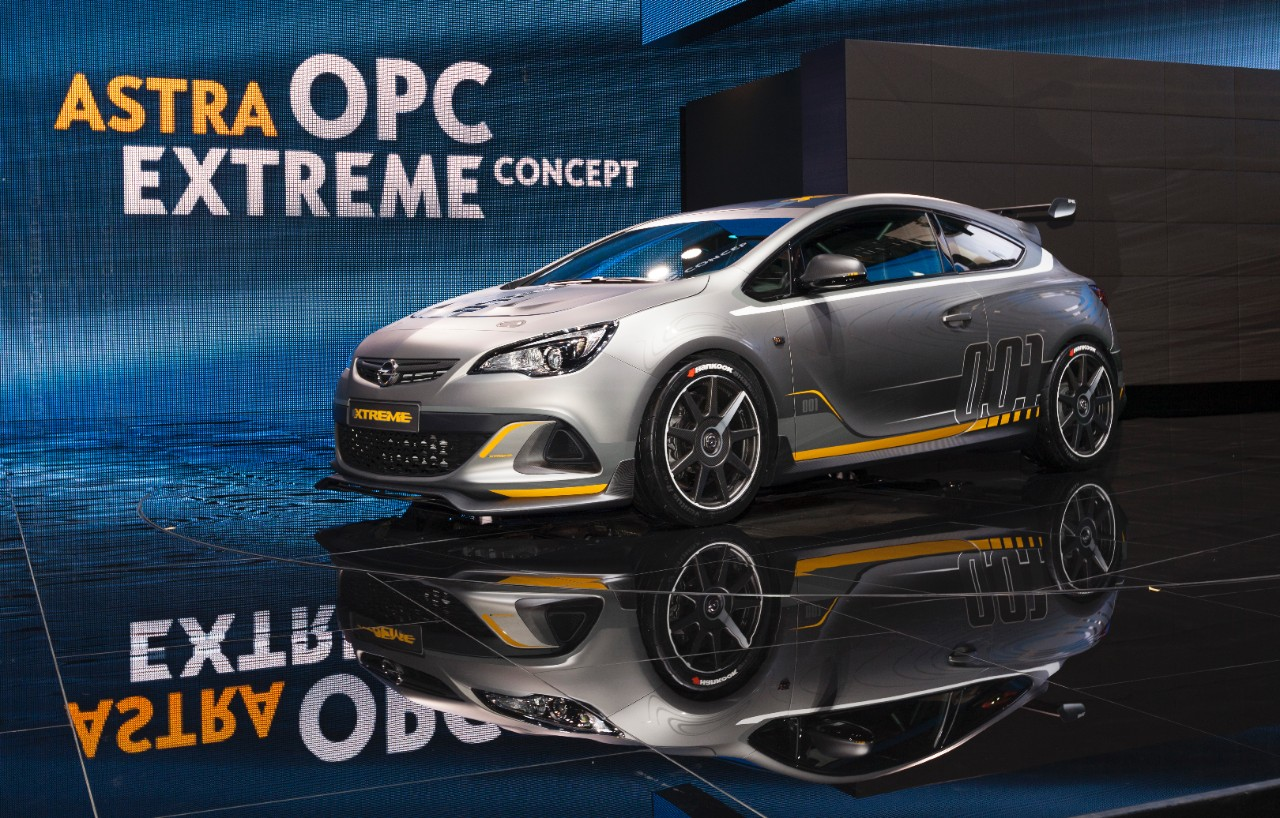Opel Astra OPC EXTREME: sportiva senza compromessi