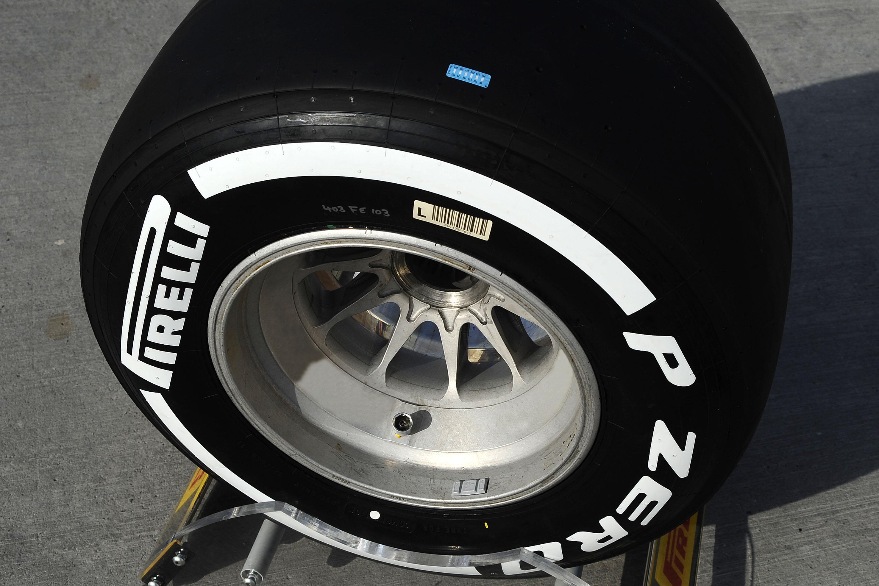 Pirelli sperimenta gli sticker-termometro per le gomme
