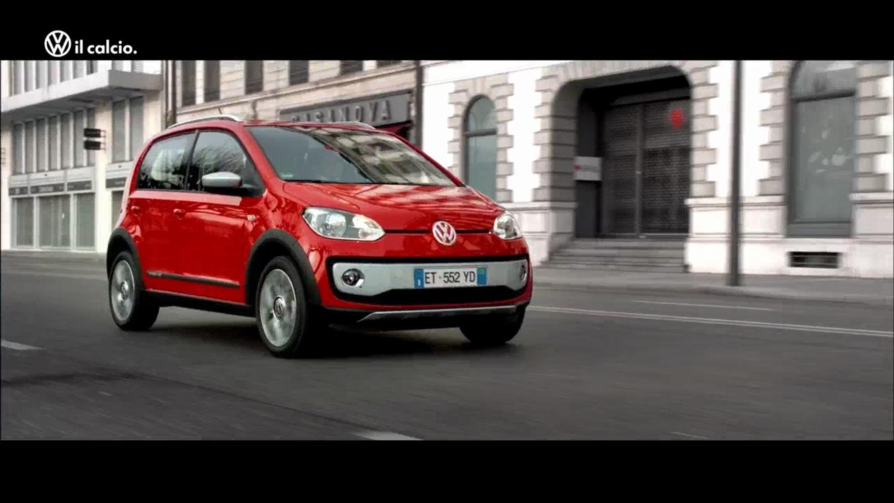 VW sul set per il lancio della nuova cross up!