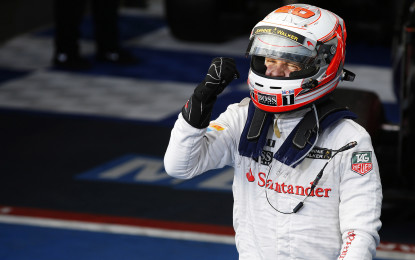Sparco sul podio con Magnussen e Button