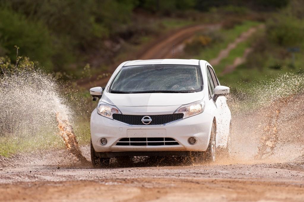 Nissan sviluppa l'auto che non si sporca