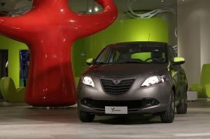 Lancia ypsilon elefantino 14 motorinolimits auto for Interno ypsilon elefantino