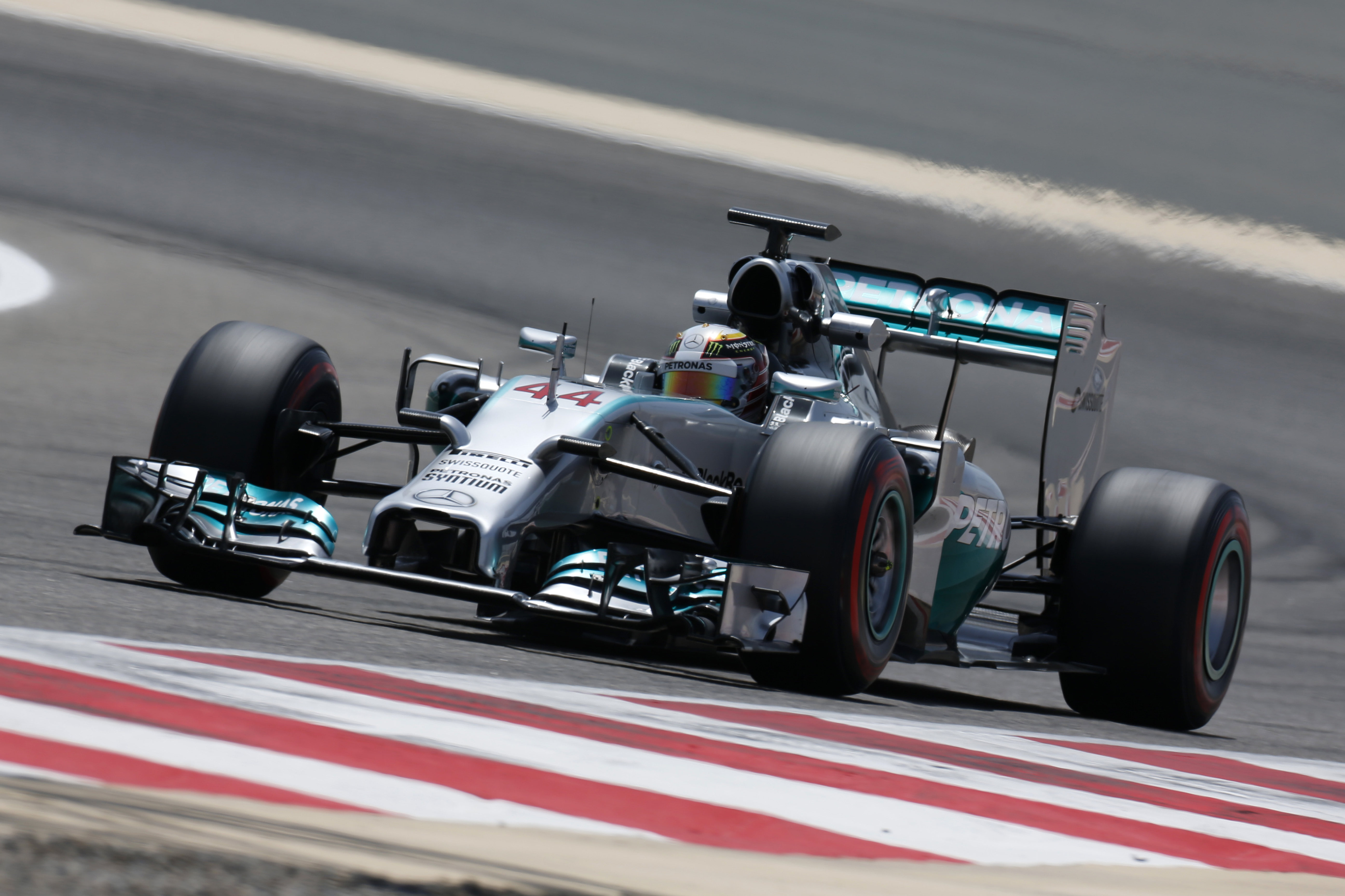 Mercedes anche nel secondo giorno di test