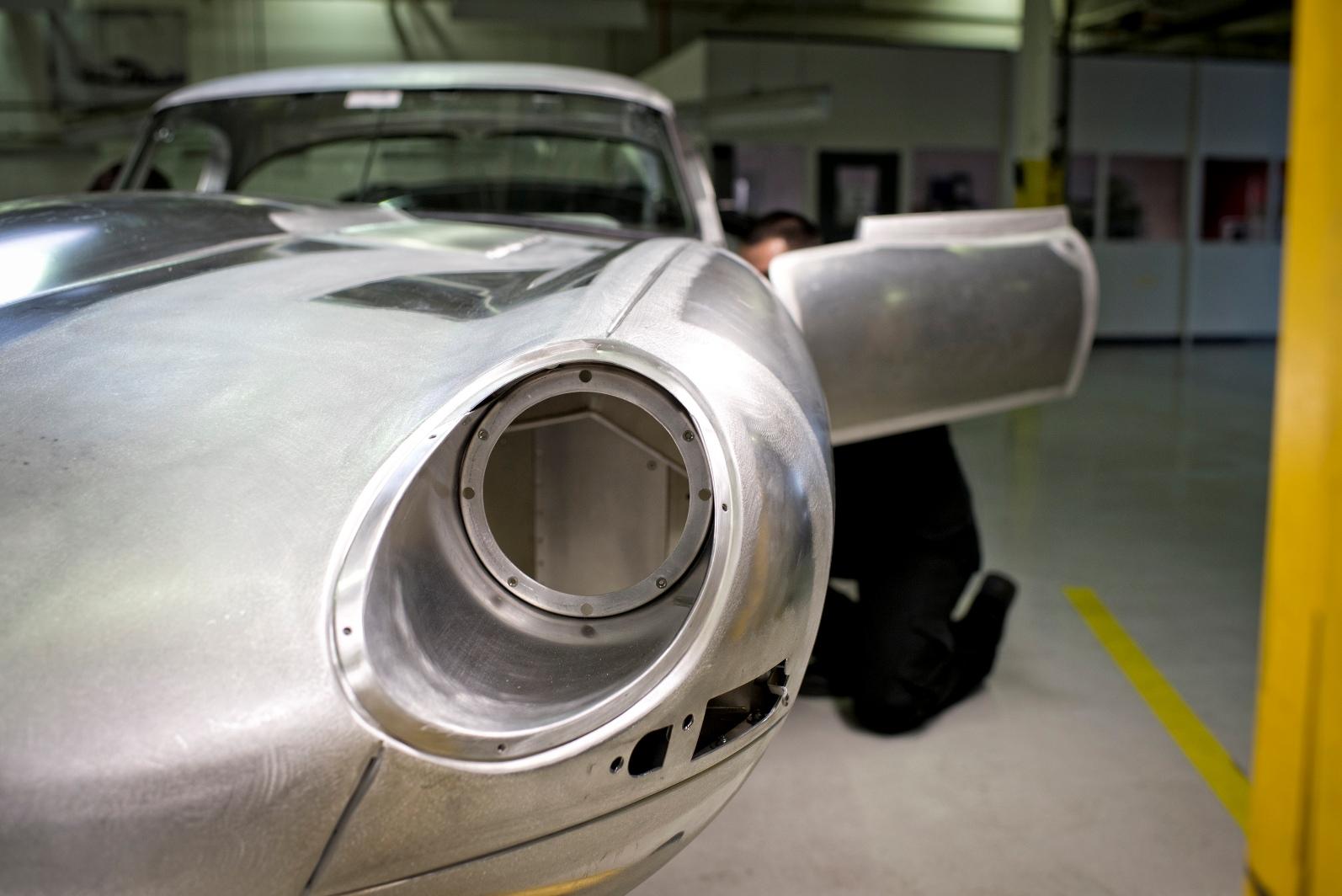 """Rinasce la Jaguar E-Type """"Lightweight"""""""
