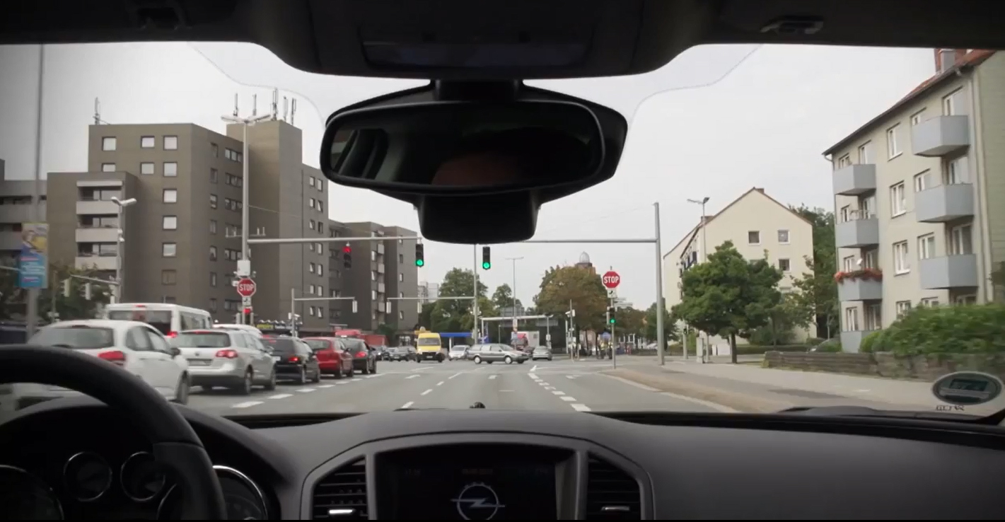 Opel e UR:BAN: guida urbana più sicura ed efficiente