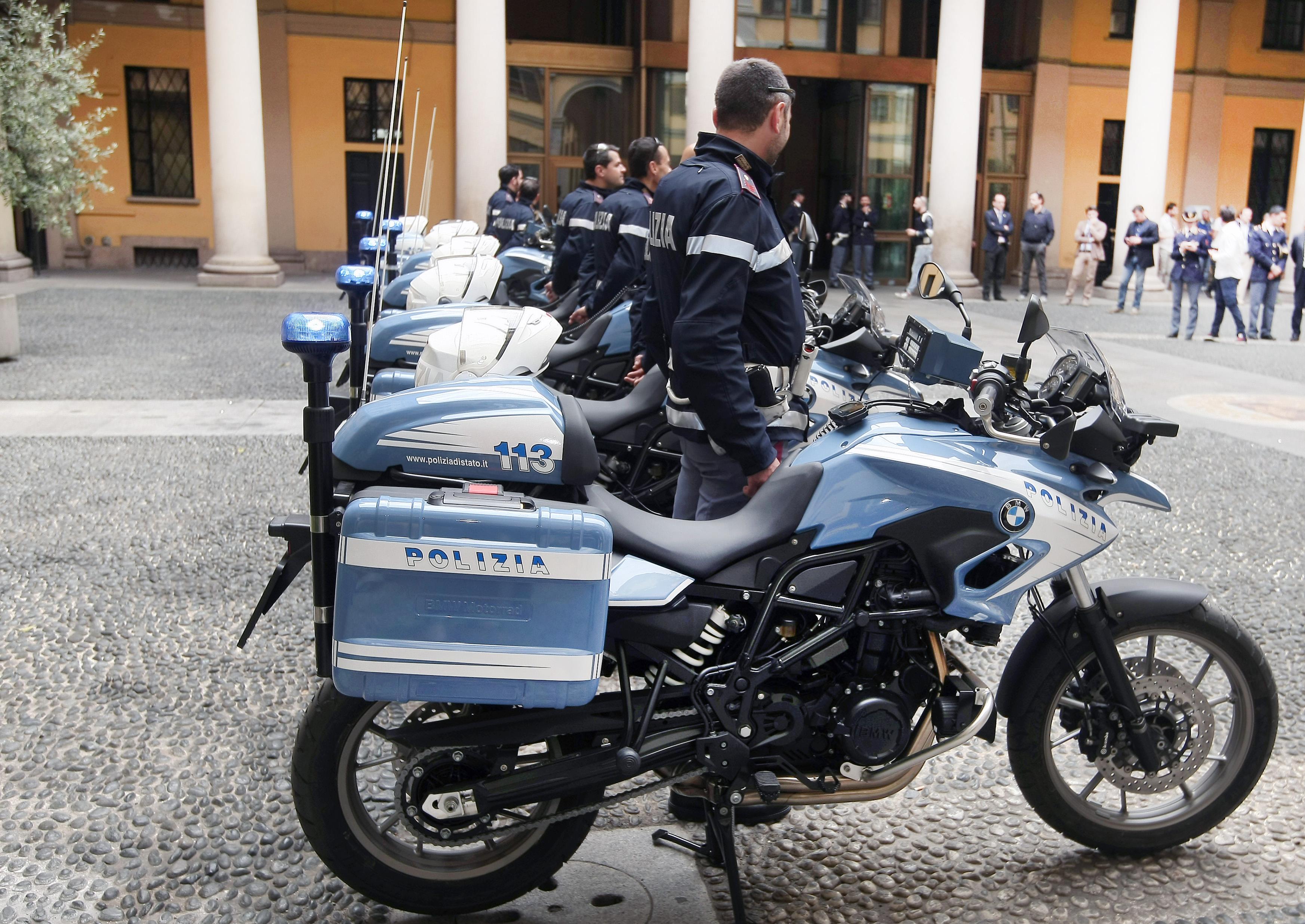 Otto BMW F 700 GS alla Polizia di Stato