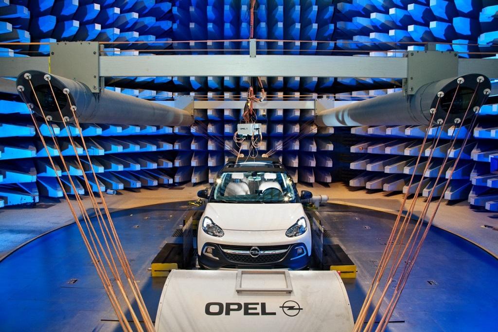 Opel ADAM ROCKS al test elettromagnetico