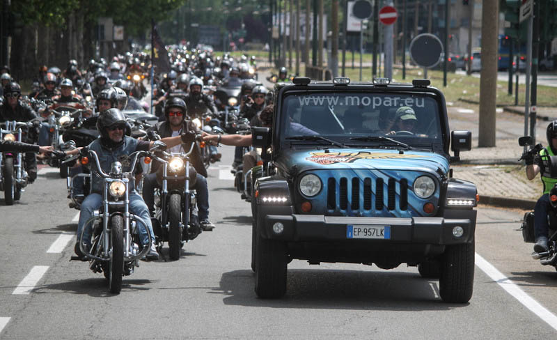 In oltre 10mila al raduno Jeep e Harley-Davidson