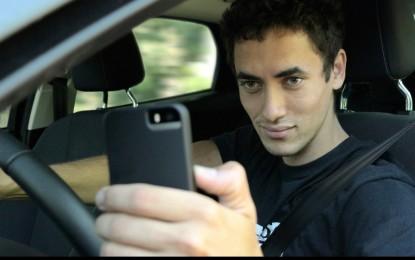 """Ford: nuova ricerca sulle distrazioni al volante e i """"selfie"""""""