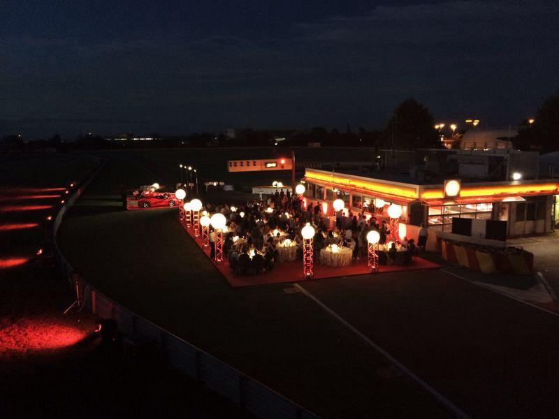 Ferrari: cena in pista per fare gruppo…