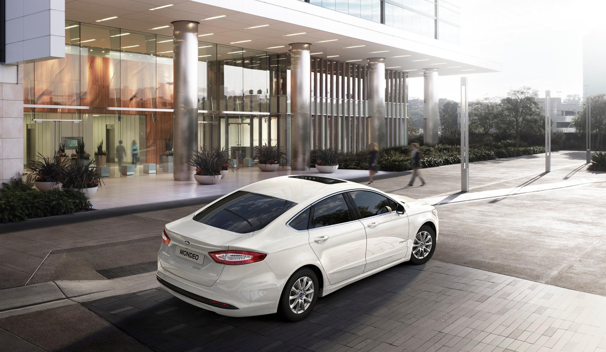 Nuova Ford Mondeo riconosce i pedoni e frena da sola