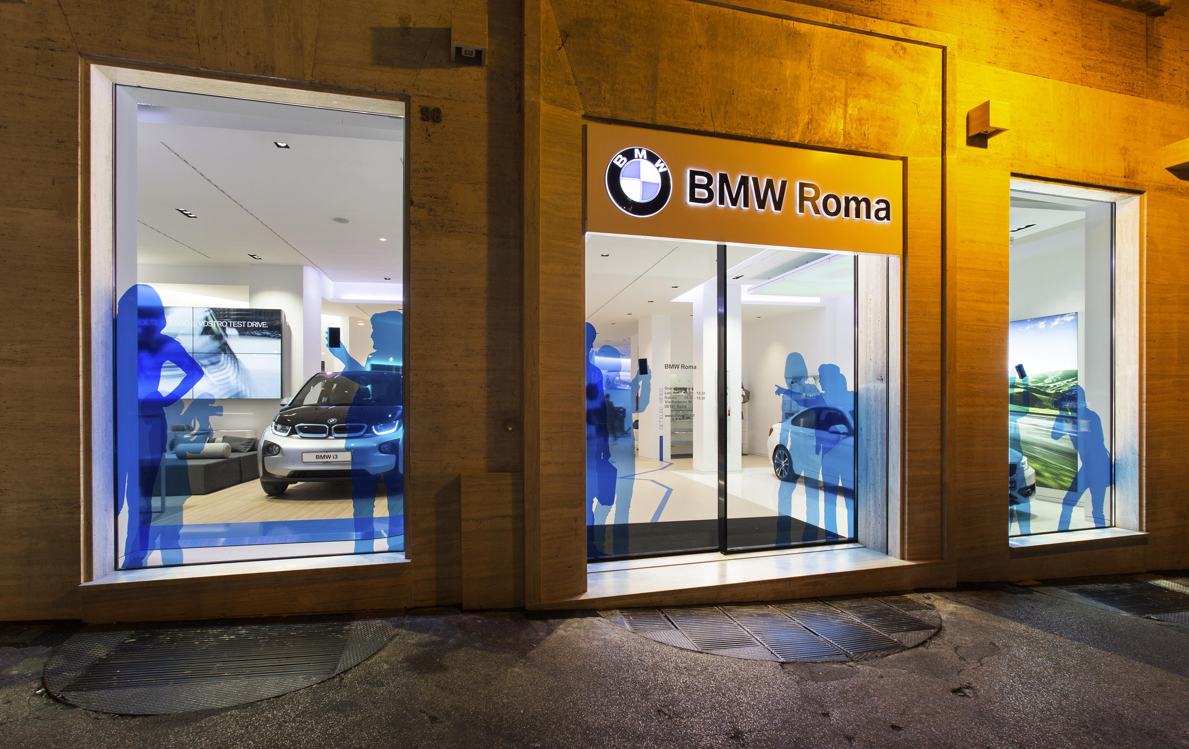 """BMW Roma inaugura la mostra """"Incontro con l'Arte"""""""