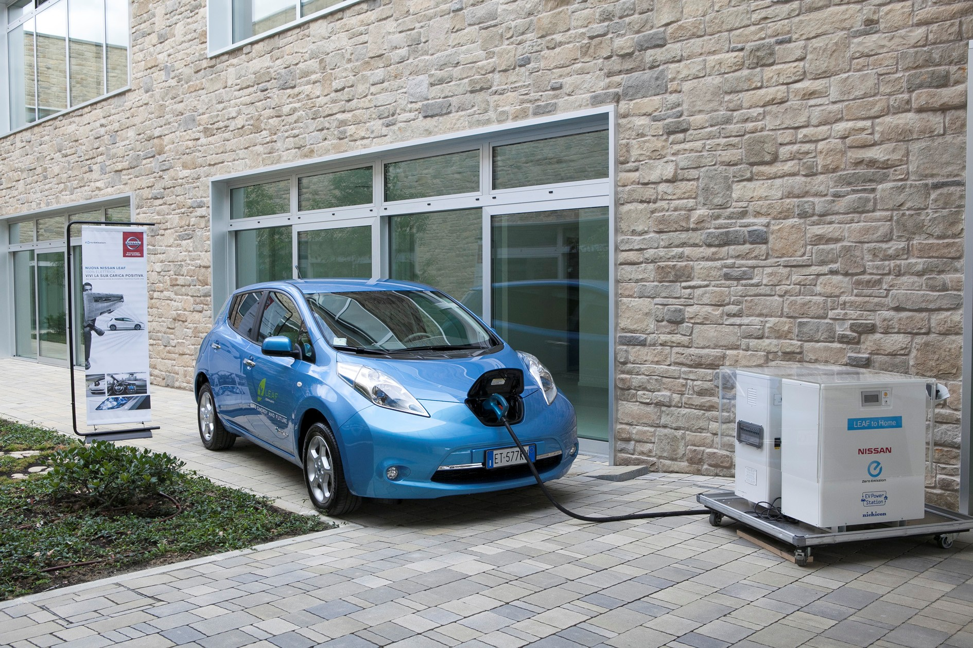 """Nissan e il sistema """"LEAF to Home"""""""