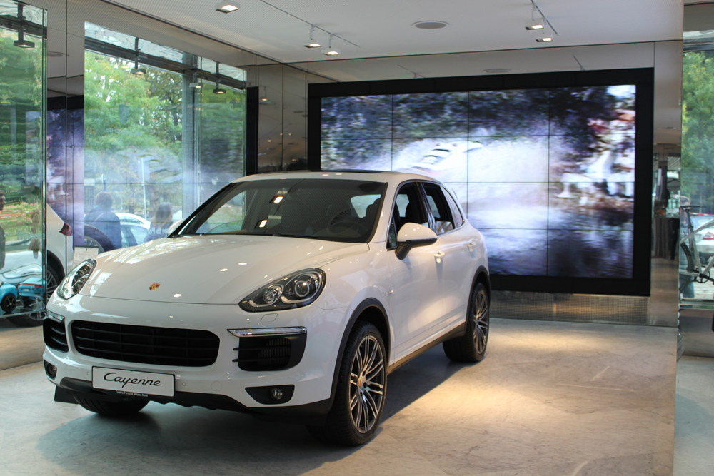 Nuova Cayenne al Porsche Temporary Space