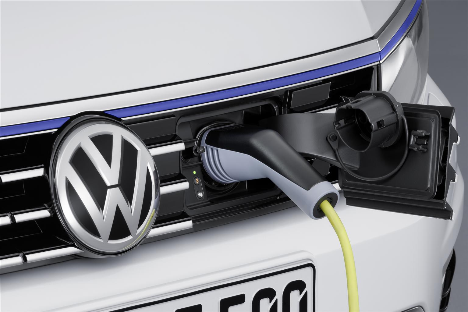 VW Passat GTE: berlina e Variant ibrida plug-in