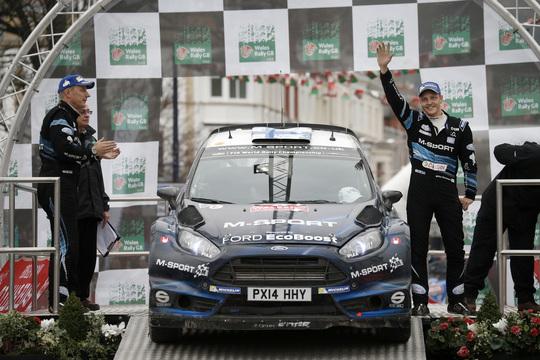 Sparco sul podio con Mikko Hirvonen e M-Sport