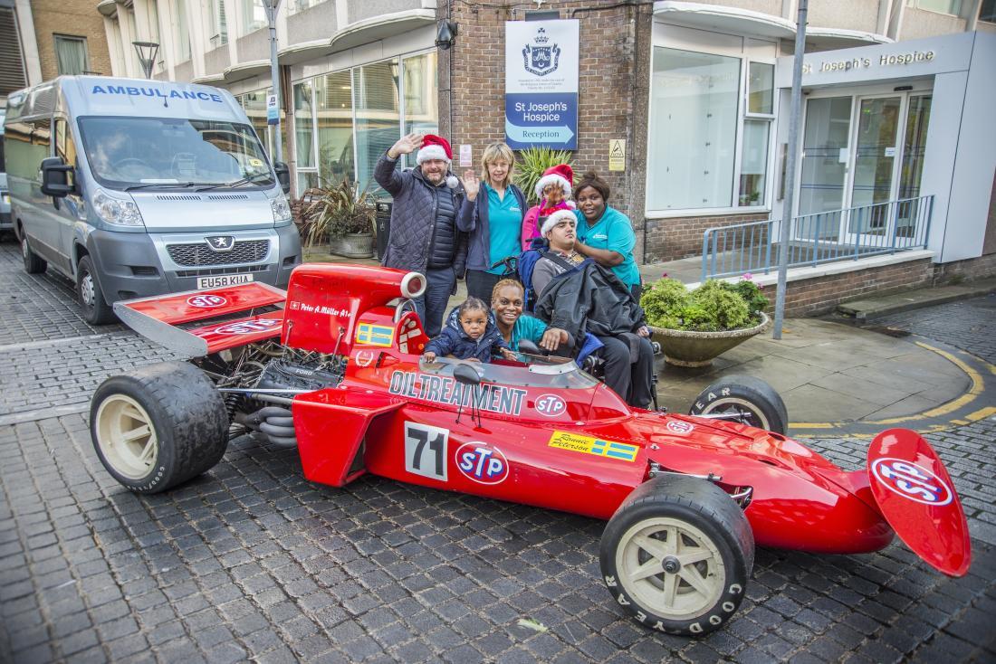 Babbo Natale viaggia sulla March F1 di Niki Lauda