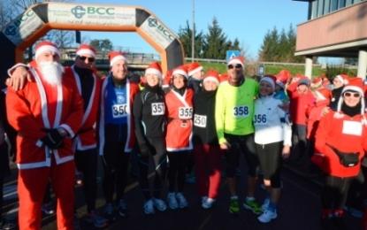 La solidarietà muove la corsa dei Babbi Natale di Buguggiate