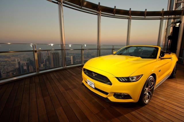 La Mustang sul Burj Khalifa di Dubai