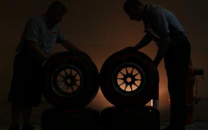 Al debutto i nuovi pneumatici Pirelli per il Mondiale 2015