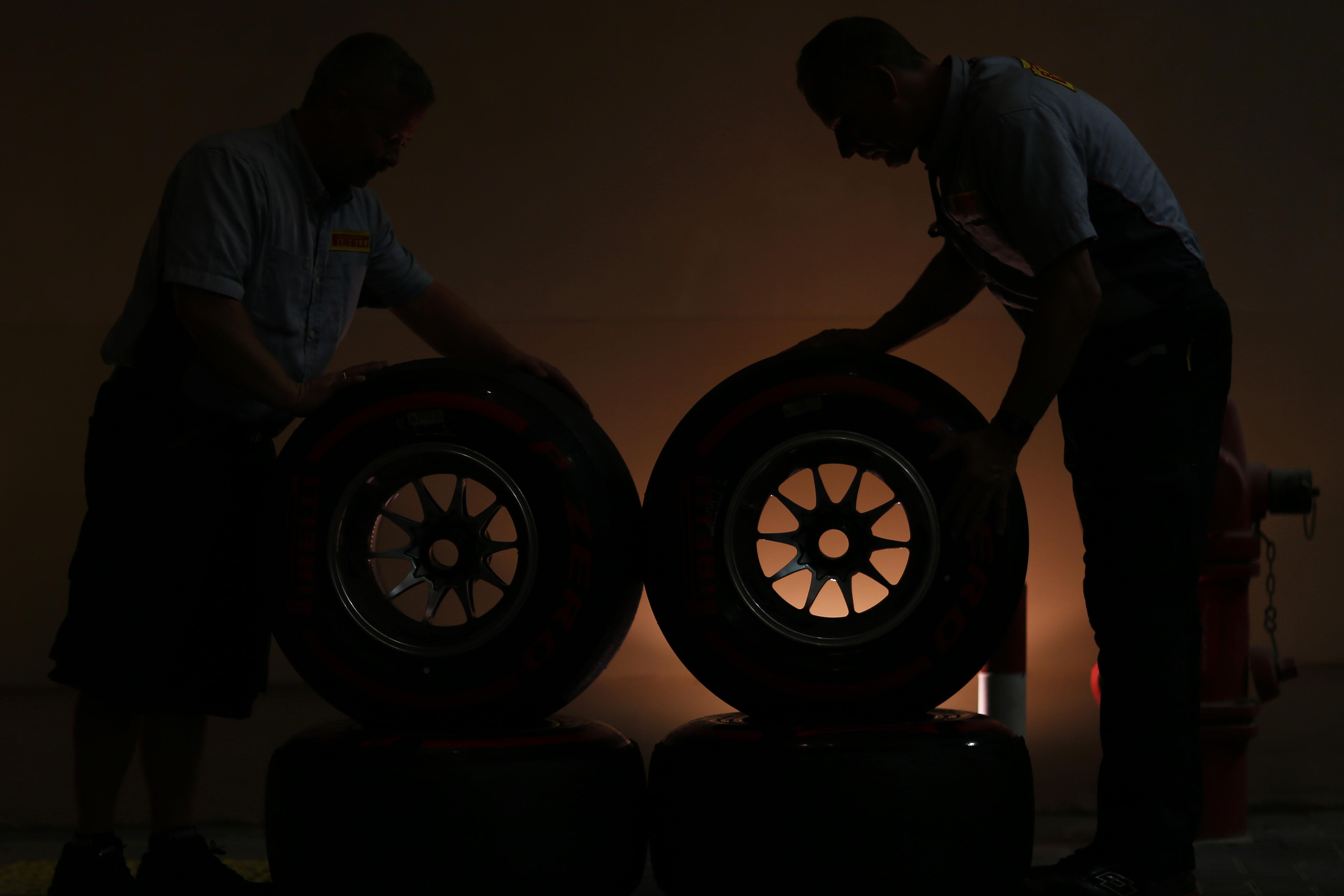 Abu Dhabi: test Pirelli a porte chiuse. Alla frutta!