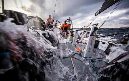 Volvo Ocean Race: duello di strambate nell'Indiano meridionale