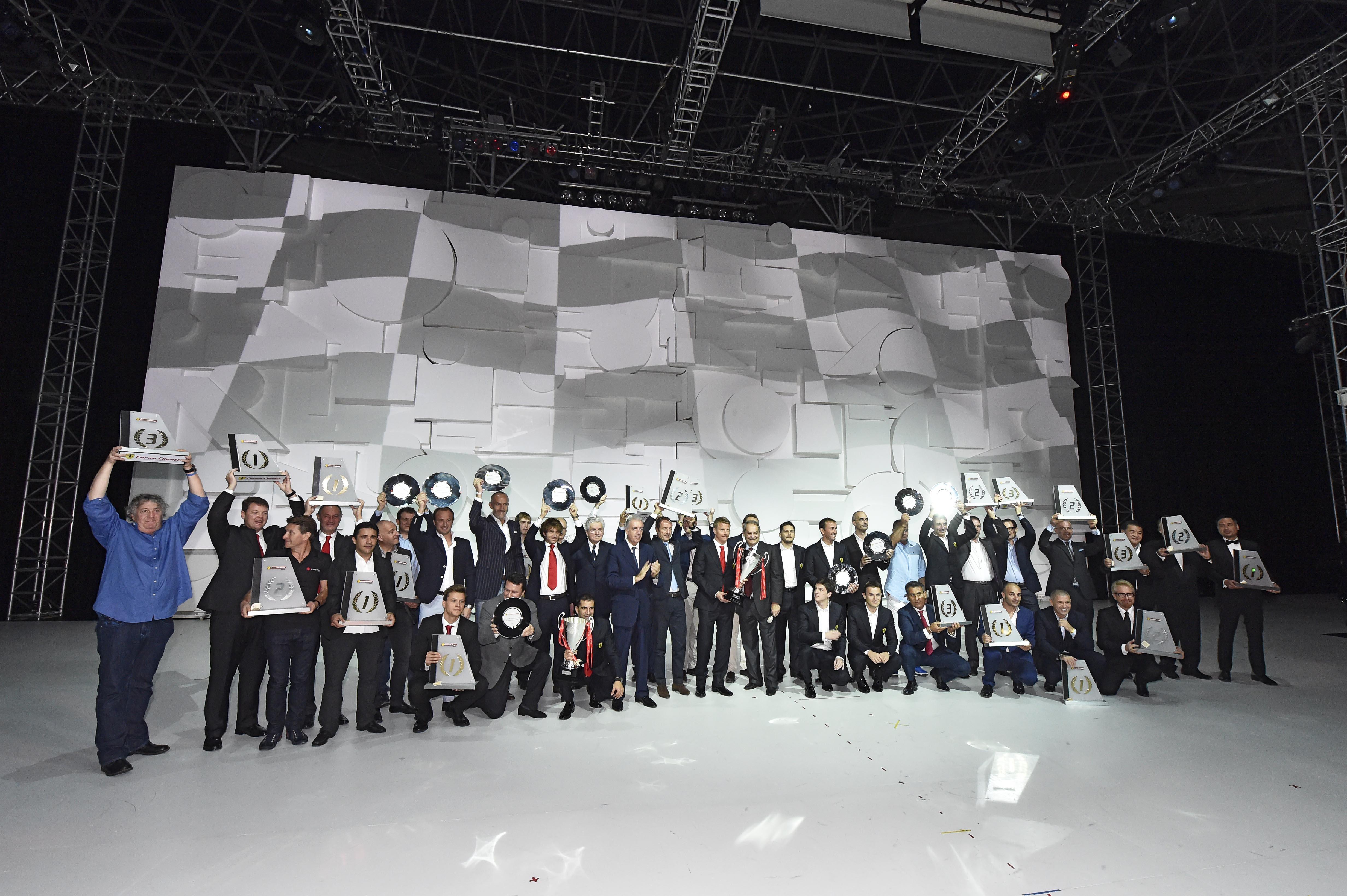 Premiati al Ferrari World i piloti del Cavallino