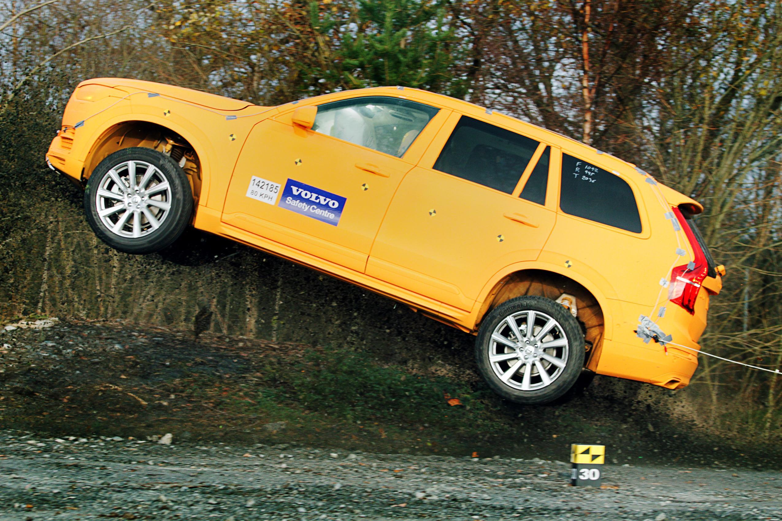 Volvo: da una giostra a un test per la sicurezza